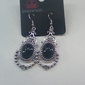 I am selling some paparazzi earrings